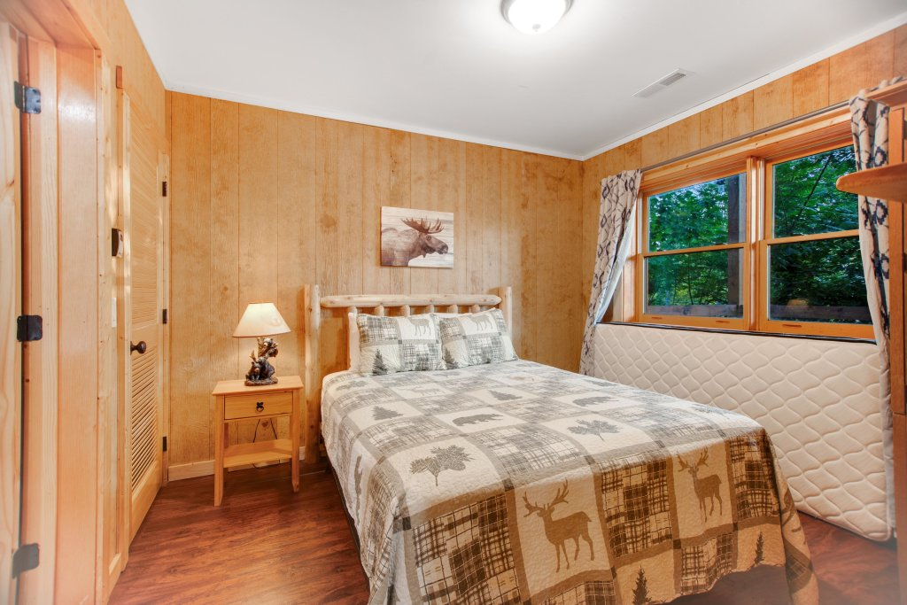 Photo of a Gatlinburg Cabin named Mountainside Escape - This is the fifteenth photo in the set.