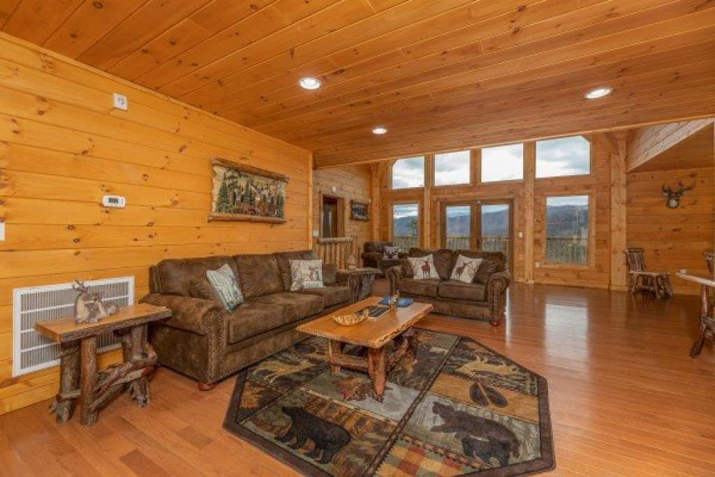 Photo of a Sevierville Cabin named J's Hideaway - This is the second photo in the set.