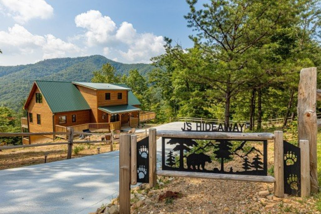 Photo of a Sevierville Cabin named J's Hideaway - This is the first photo in the set.