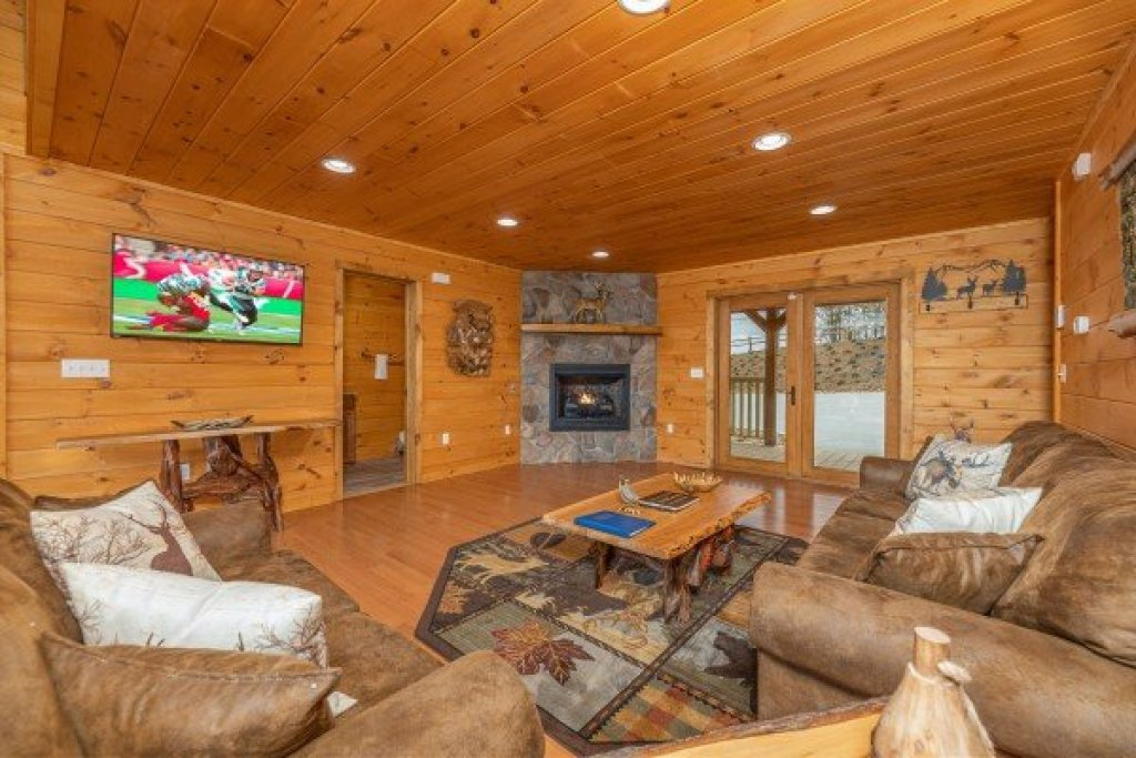 Photo of a Sevierville Cabin named J's Hideaway - This is the third photo in the set.