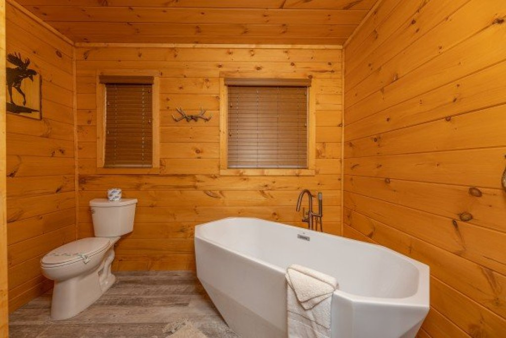 Photo of a Sevierville Cabin named J's Hideaway - This is the twelfth photo in the set.