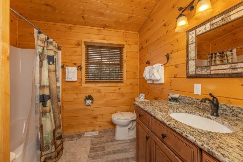 Photo of a Sevierville Cabin named J's Hideaway - This is the twenty-eighth photo in the set.