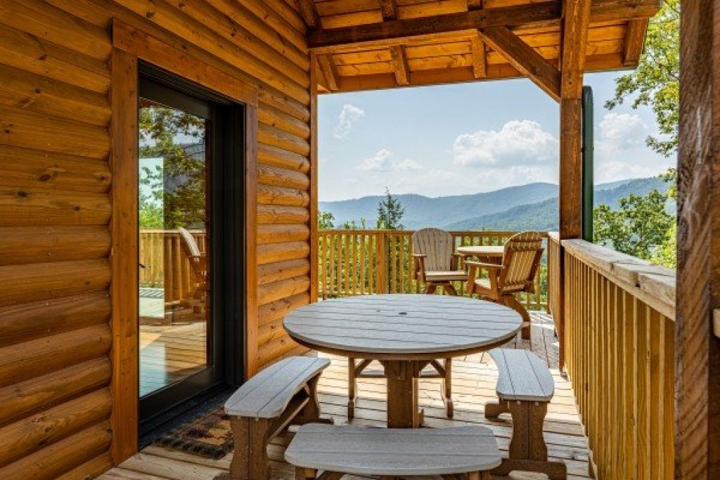 Photo of a Sevierville Cabin named J's Hideaway - This is the twenty-second photo in the set.