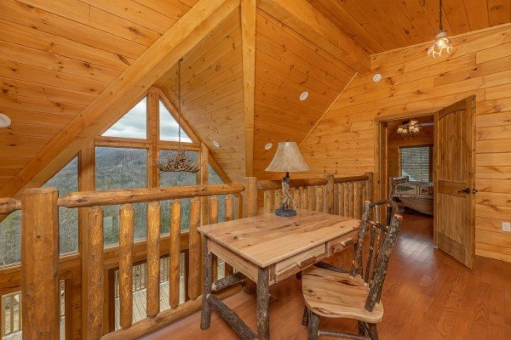 Photo of a Sevierville Cabin named J's Hideaway - This is the twenty-fifth photo in the set.