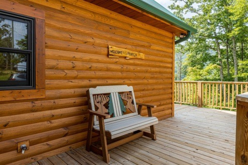 Photo of a Sevierville Cabin named J's Hideaway - This is the twenty-third photo in the set.