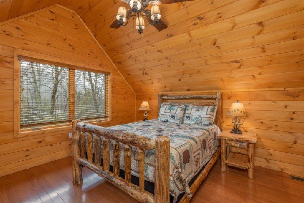 Photo of a Sevierville Cabin named J's Hideaway - This is the twenty-sixth photo in the set.