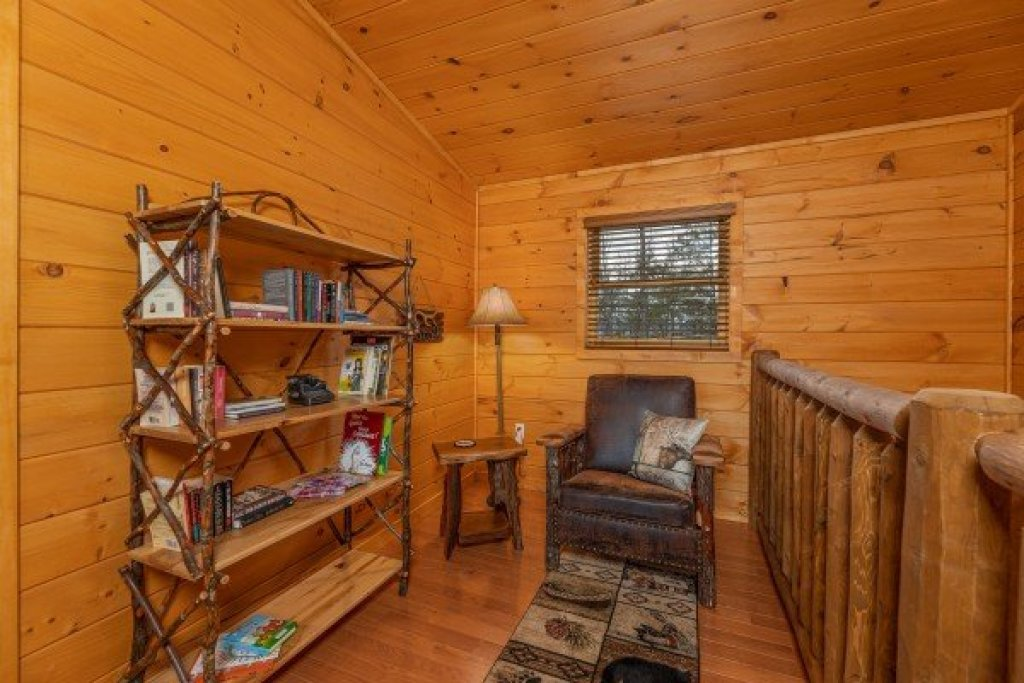 Photo of a Sevierville Cabin named J's Hideaway - This is the twenty-fourth photo in the set.