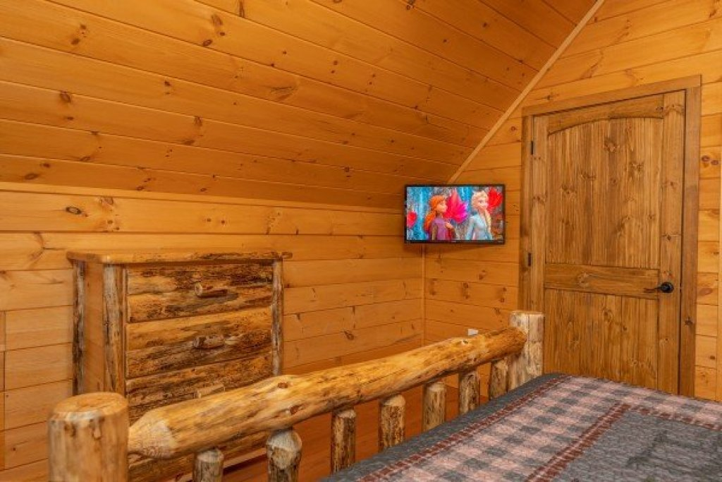 Photo of a Sevierville Cabin named J's Hideaway - This is the thirtieth photo in the set.