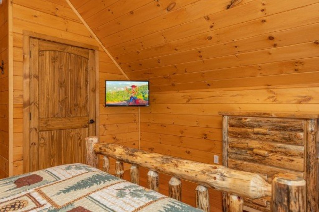 Photo of a Sevierville Cabin named J's Hideaway - This is the twenty-seventh photo in the set.