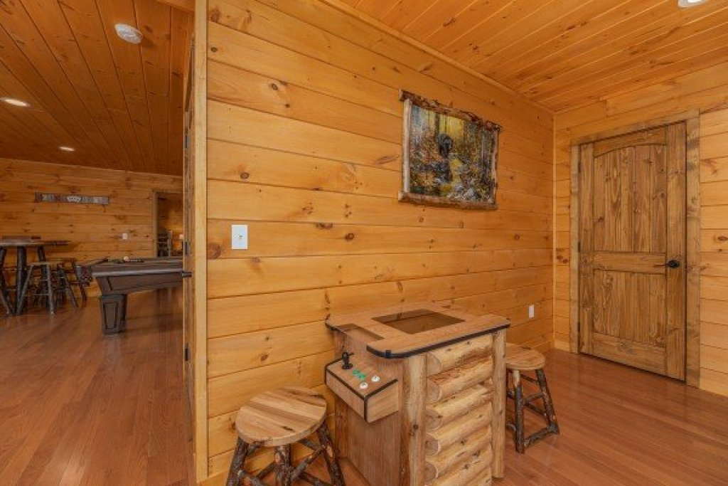Photo of a Sevierville Cabin named J's Hideaway - This is the thirty-fourth photo in the set.
