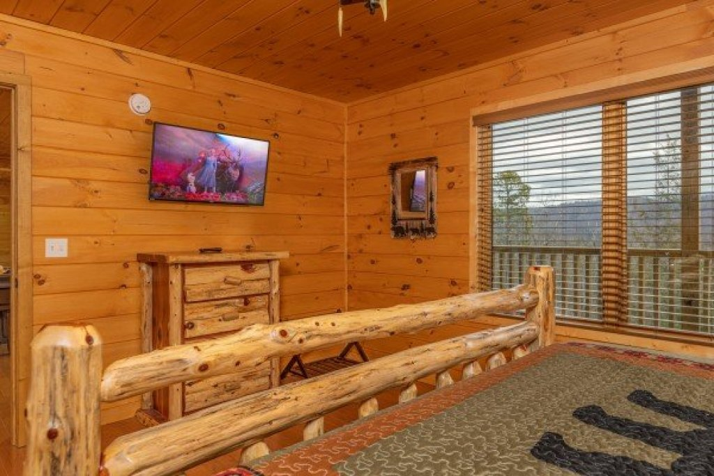 Photo of a Sevierville Cabin named J's Hideaway - This is the thirty-seventh photo in the set.