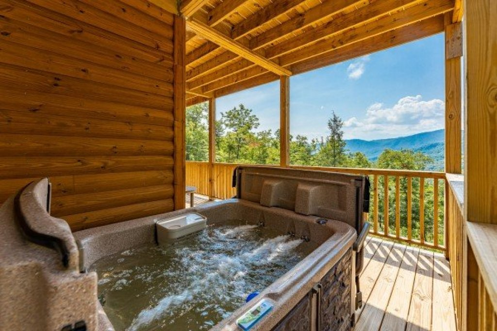 Photo of a Sevierville Cabin named J's Hideaway - This is the forty-second photo in the set.