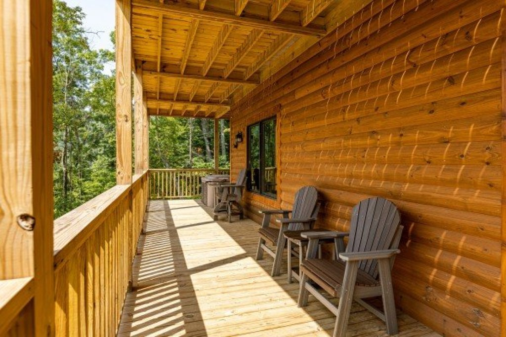 Photo of a Sevierville Cabin named J's Hideaway - This is the thirty-ninth photo in the set.