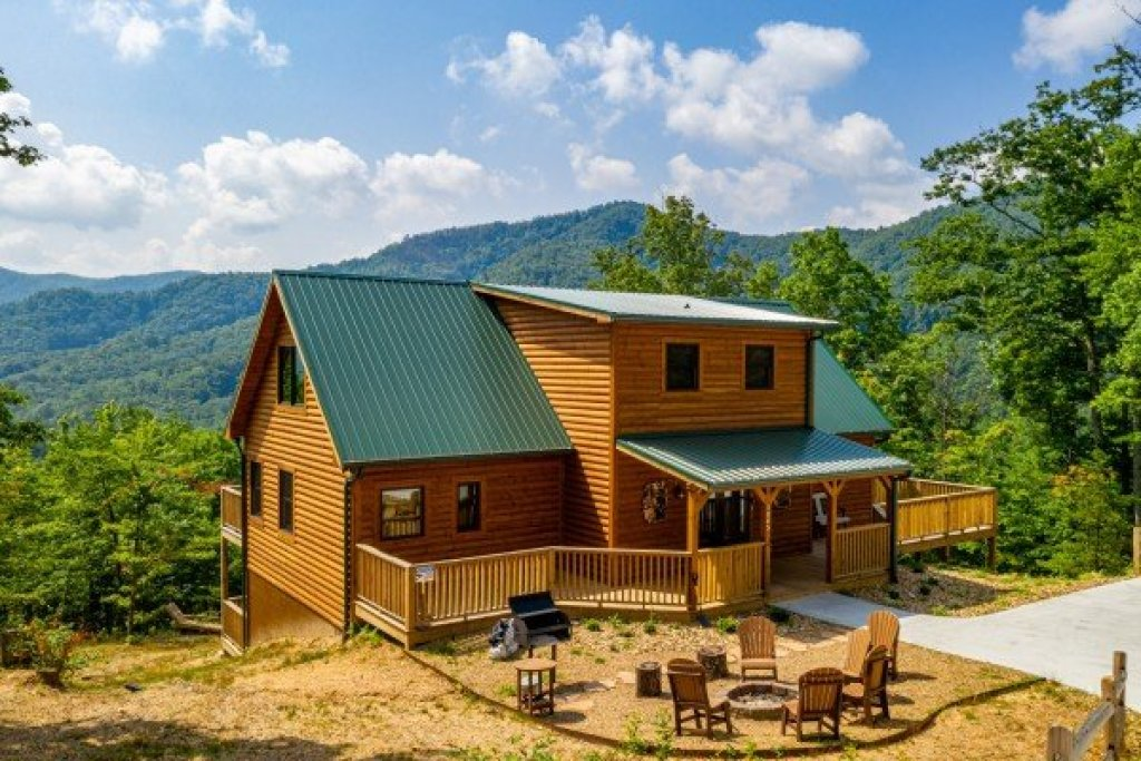 Photo of a Sevierville Cabin named J's Hideaway - This is the forty-eighth photo in the set.