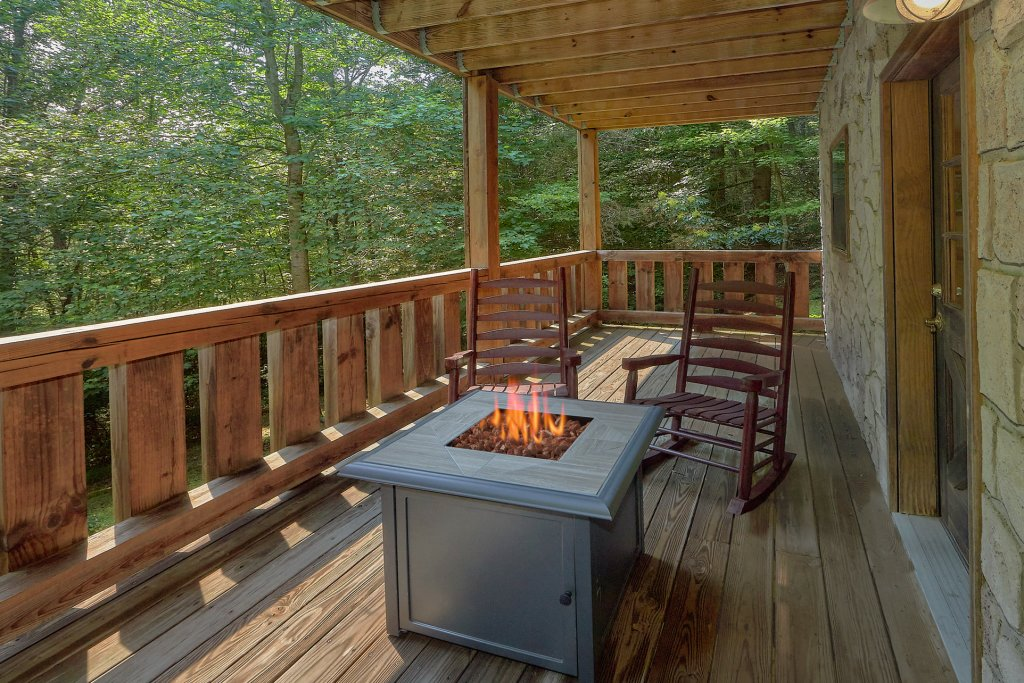 Photo of a Gatlinburg Cabin named Eagles Roost - This is the second photo in the set.