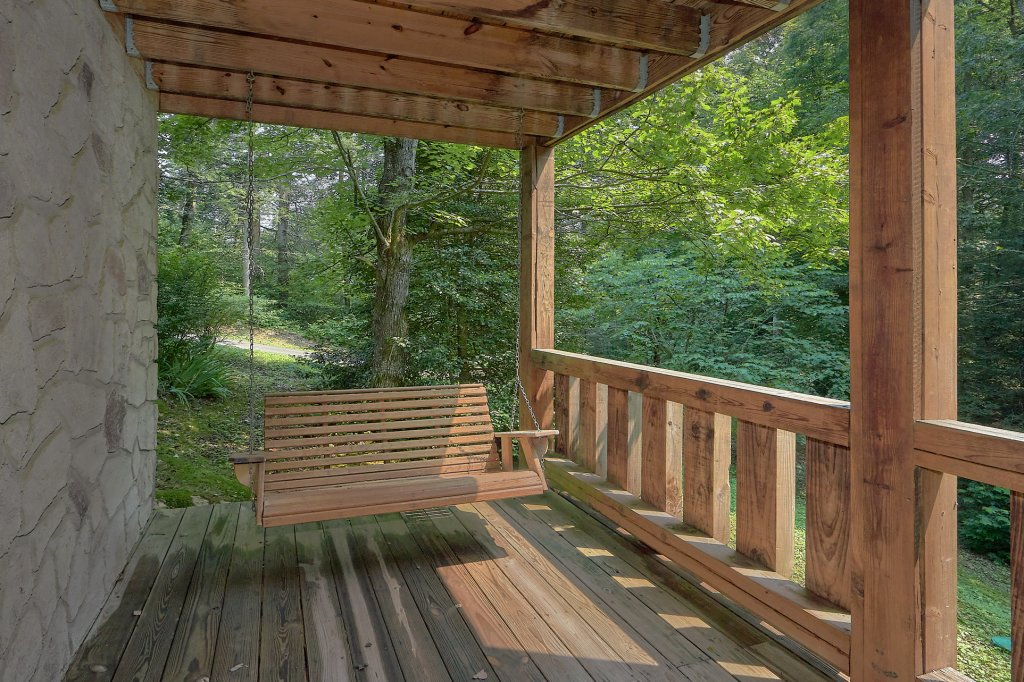 Photo of a Gatlinburg Cabin named Eagles Roost - This is the fifth photo in the set.