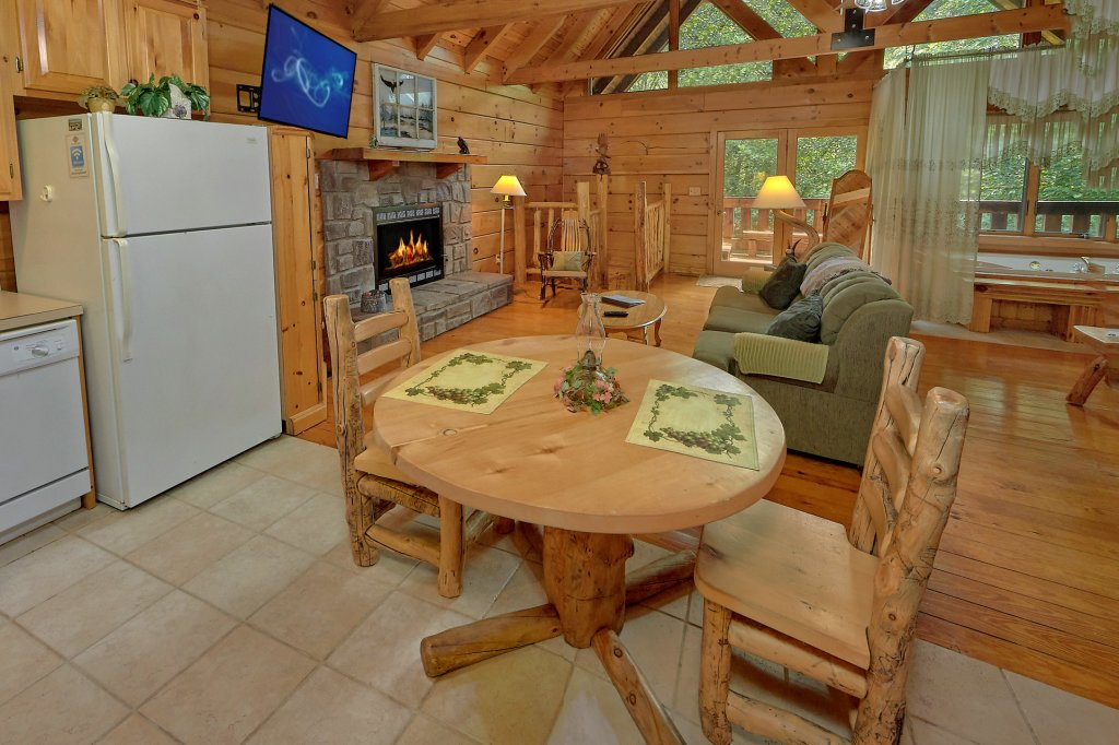 Photo of a Gatlinburg Cabin named Eagles Roost - This is the fifteenth photo in the set.