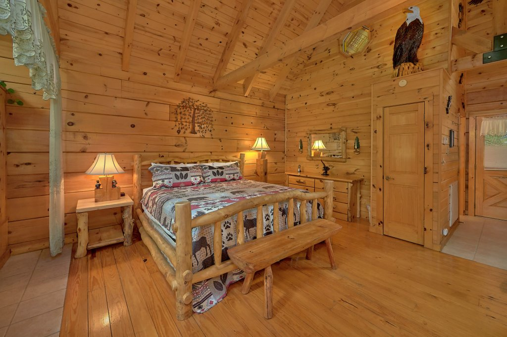 Photo of a Gatlinburg Cabin named Eagles Roost - This is the seventeenth photo in the set.