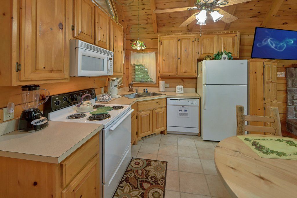 Photo of a Gatlinburg Cabin named Eagles Roost - This is the fourteenth photo in the set.
