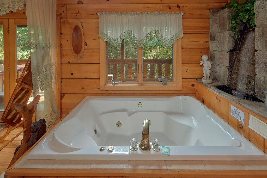 Photo of a Gatlinburg Cabin named Eagles Roost - This is the eighteenth photo in the set.
