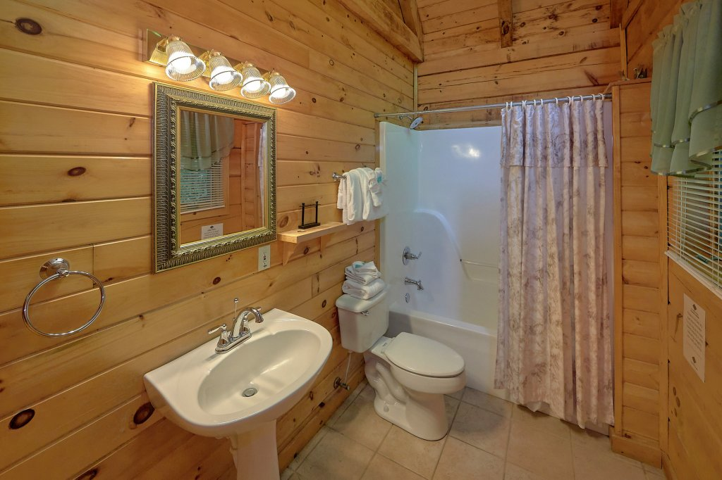 Photo of a Gatlinburg Cabin named Eagles Roost - This is the nineteenth photo in the set.