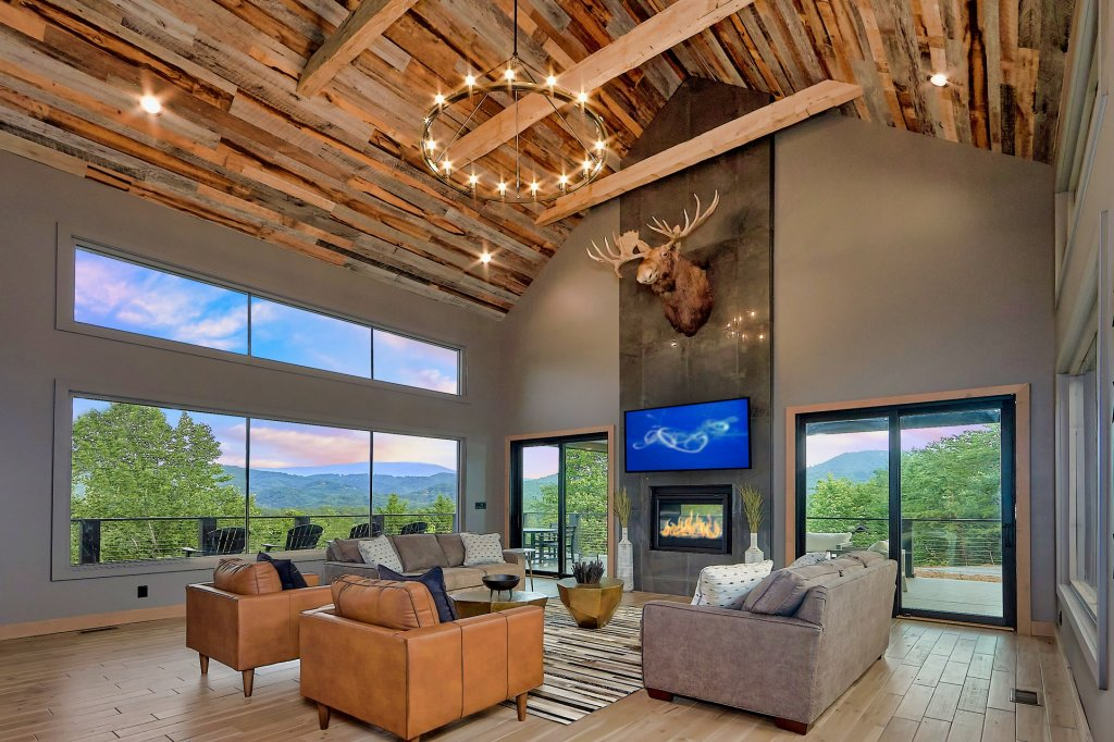 Photo of a Sevierville Cabin named Endless View - This is the first photo in the set.