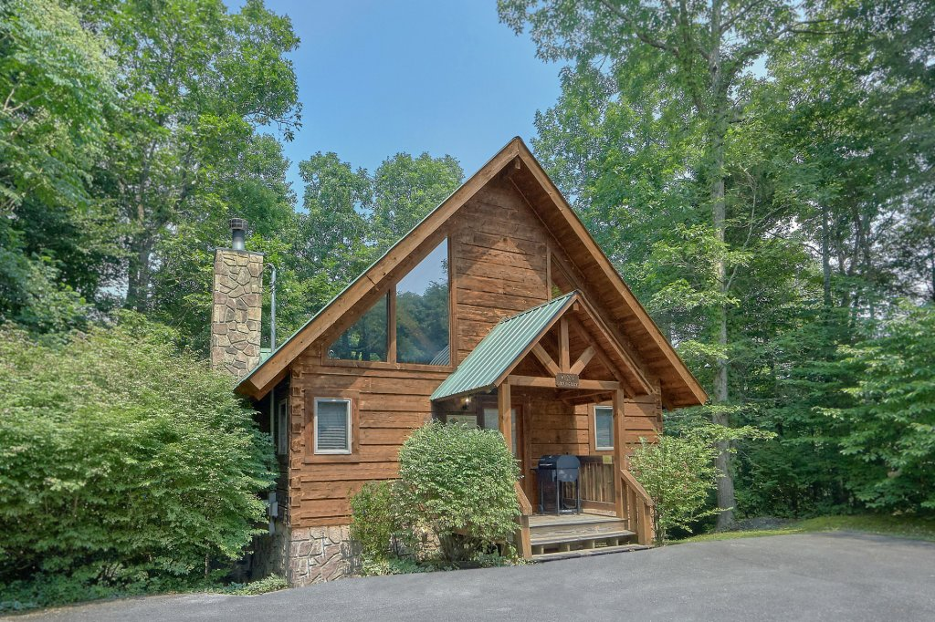 Photo of a Gatlinburg Cabin named Who's Looking Back - This is the twentieth photo in the set.