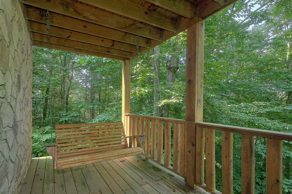 Photo of a Gatlinburg Cabin named Who's Looking Back - This is the fourth photo in the set.