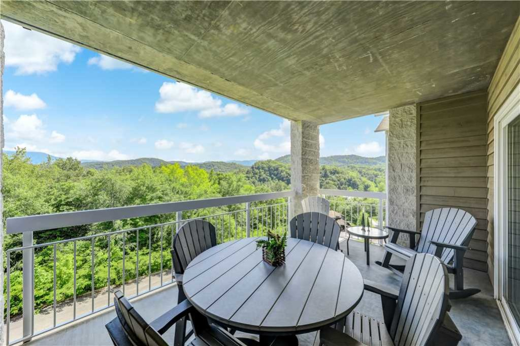 Photo of a Pigeon Forge Condo named Splendor At The Pines Whispering Pines 443 - This is the first photo in the set.