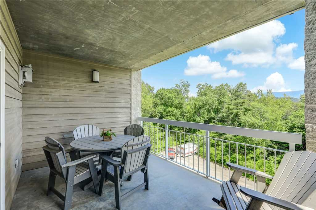 Photo of a Pigeon Forge Condo named Splendor At The Pines Whispering Pines 443 - This is the second photo in the set.