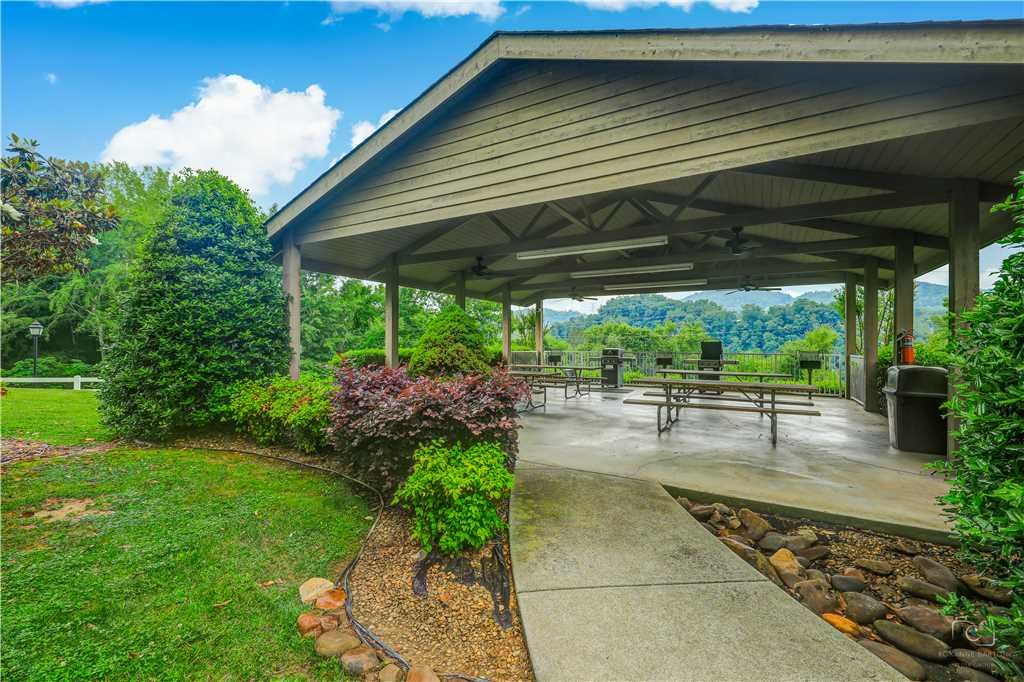 Photo of a Pigeon Forge Condo named Splendor At The Pines Whispering Pines 443 - This is the forty-second photo in the set.