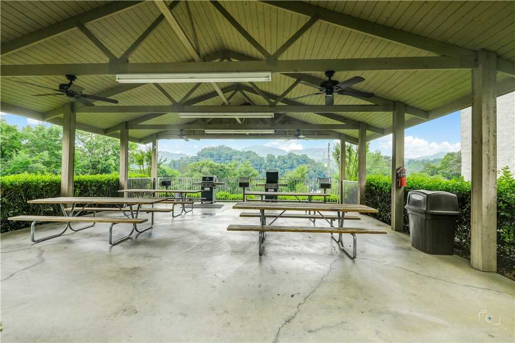 Photo of a Pigeon Forge Condo named Peaceful Retreat Whispering Pines 104 - This is the forty-first photo in the set.