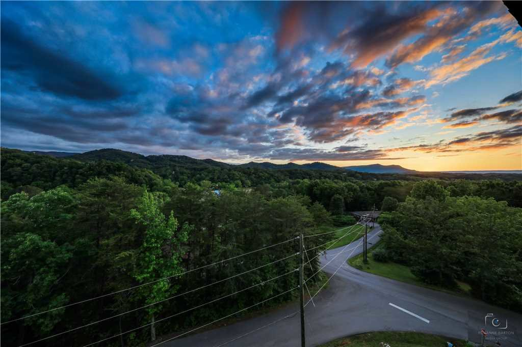 Photo of a Pigeon Forge Condo named City Escape Whispering Pines 213 - This is the forty-second photo in the set.