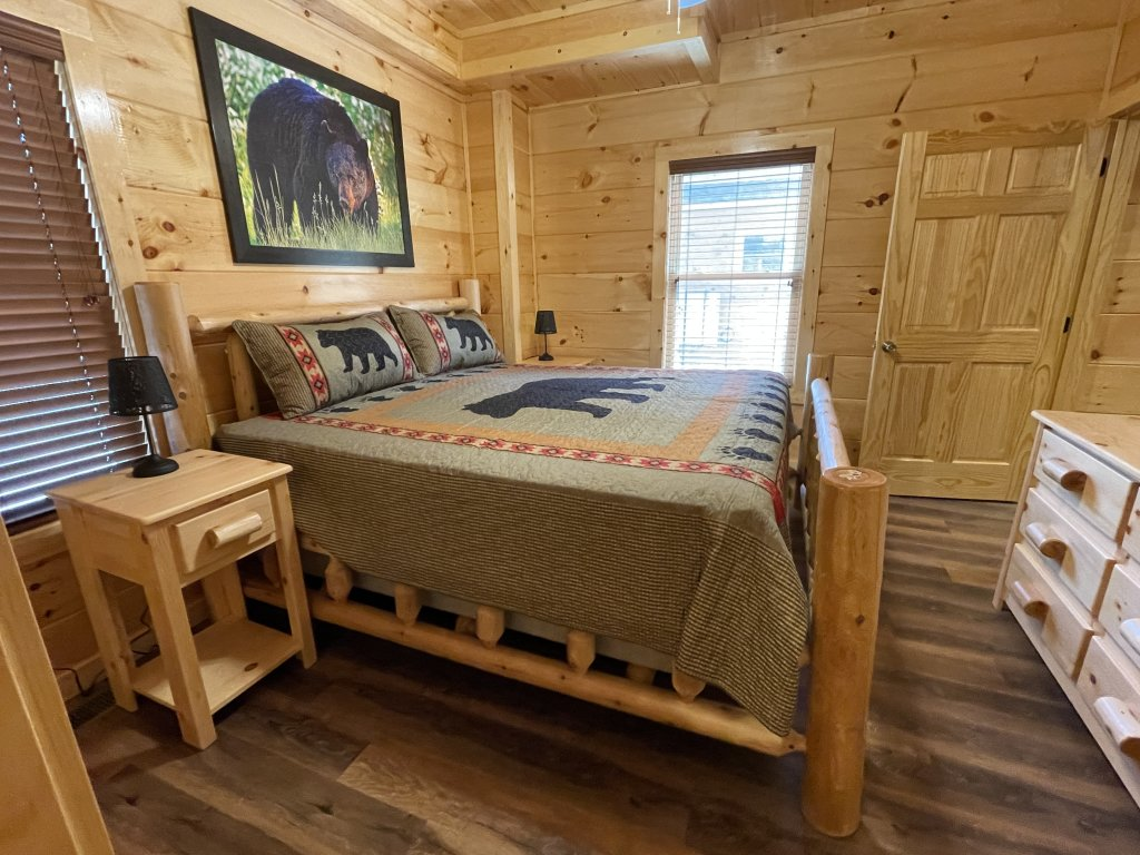 Photo of a Pigeon Forge Cabin named Harmony In The Valley - This is the twelfth photo in the set.