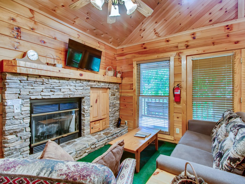 Photo of a Sevierville Cabin named Cabin Fever #117 - This is the thirteenth photo in the set.