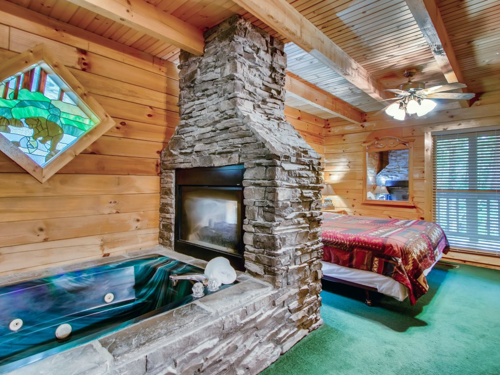 Photo of a Sevierville Cabin named Cabin Fever #117 - This is the sixth photo in the set.