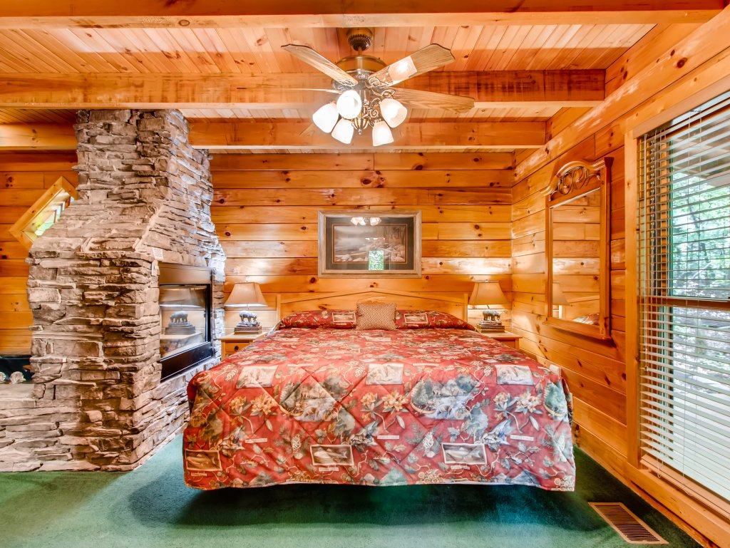 Photo of a Sevierville Cabin named Cabin Fever #117 - This is the third photo in the set.
