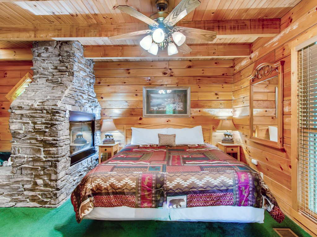Photo of a Sevierville Cabin named Cabin Fever #117 - This is the seventeenth photo in the set.