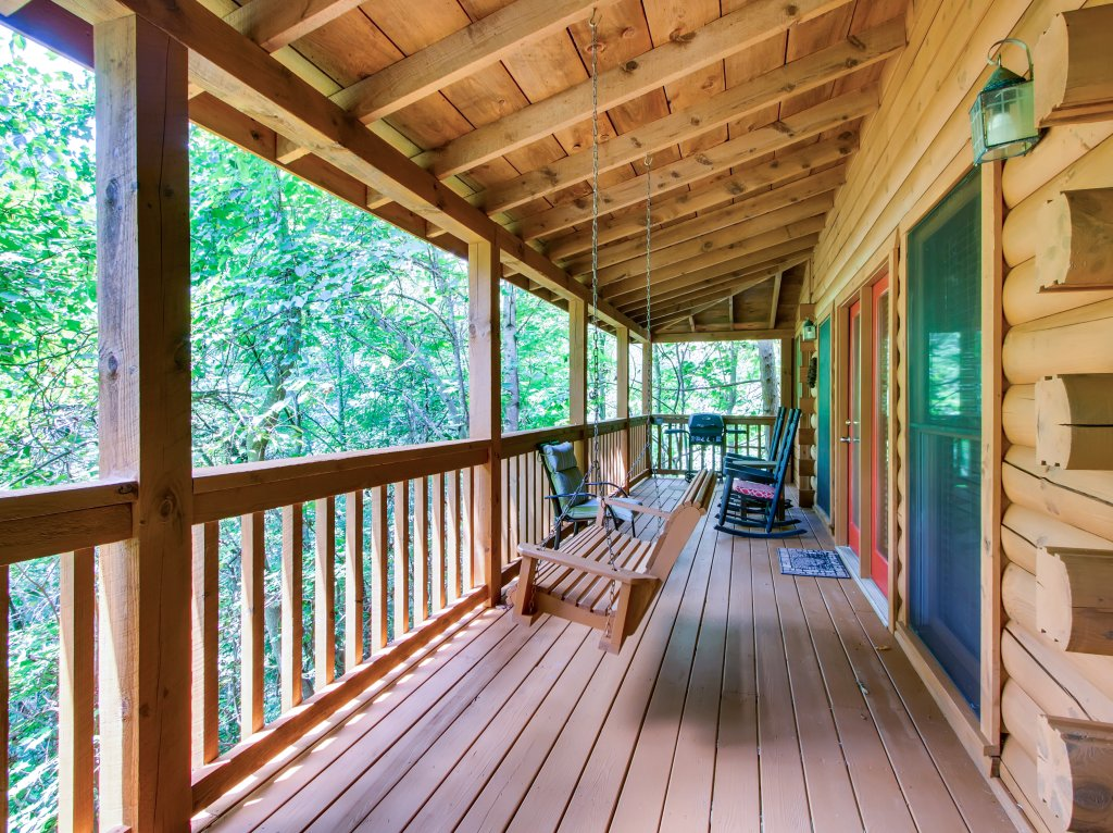Photo of a Sevierville Cabin named Cabin Fever #117 - This is the nineteenth photo in the set.