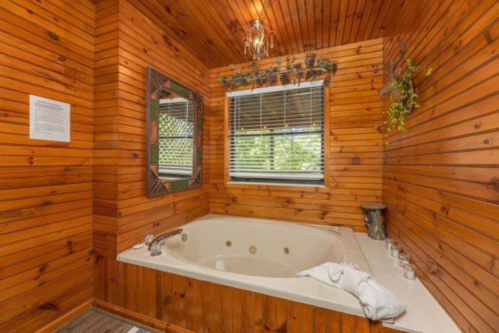 Photo of a Sevierville Cabin named Magic Moments - This is the eleventh photo in the set.