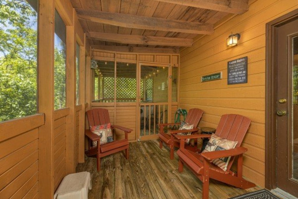 Photo of a Sevierville Cabin named Magic Moments - This is the thirteenth photo in the set.