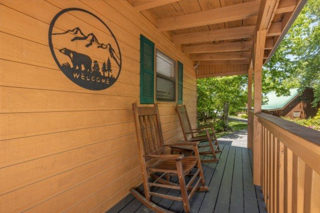 Photo of a Sevierville Cabin named Magic Moments - This is the second photo in the set.