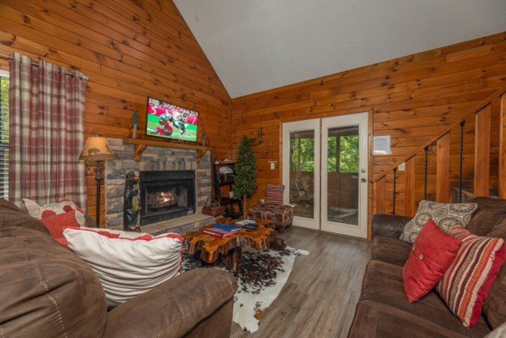 Photo of a Sevierville Cabin named Magic Moments - This is the third photo in the set.