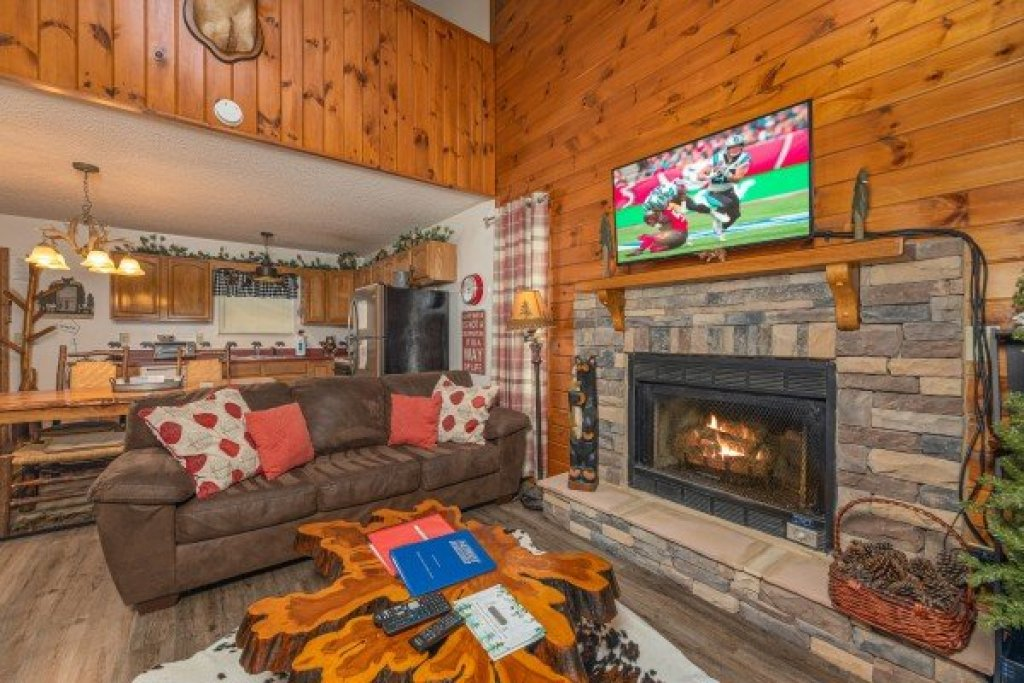 Photo of a Sevierville Cabin named Magic Moments - This is the fourth photo in the set.