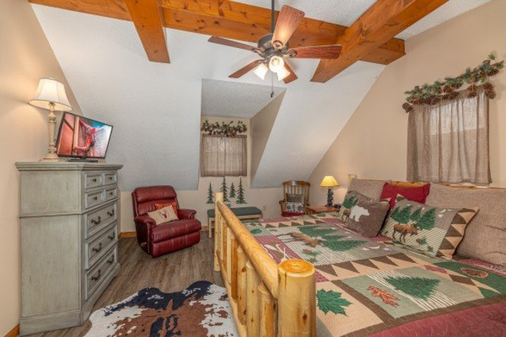 Photo of a Sevierville Cabin named Magic Moments - This is the twenty-first photo in the set.