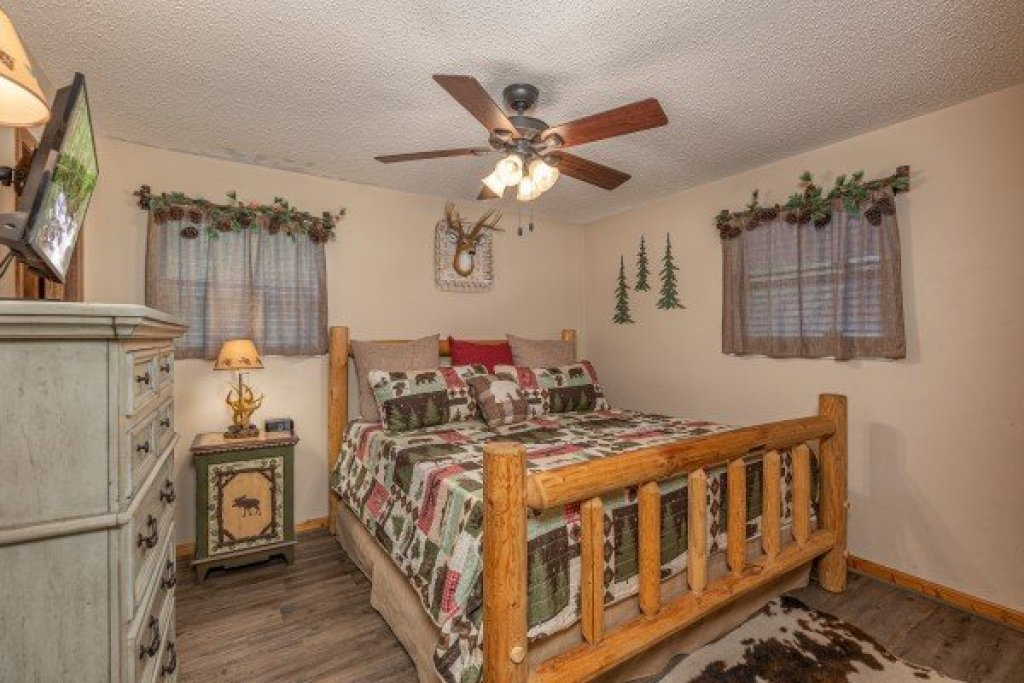 Photo of a Sevierville Cabin named Magic Moments - This is the eighth photo in the set.