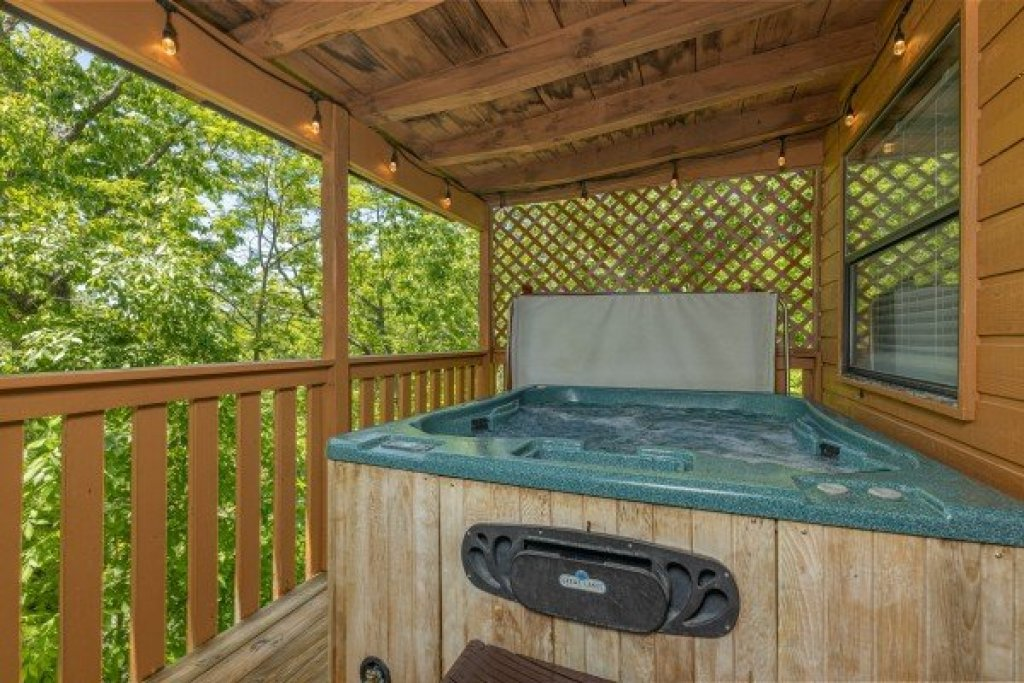 Photo of a Sevierville Cabin named Magic Moments - This is the fourteenth photo in the set.