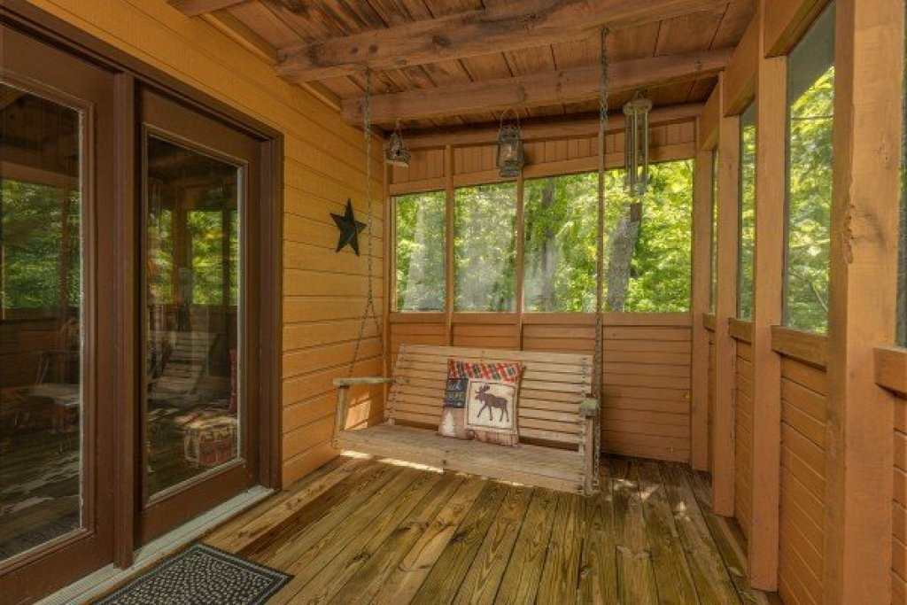 Photo of a Sevierville Cabin named Magic Moments - This is the fifteenth photo in the set.