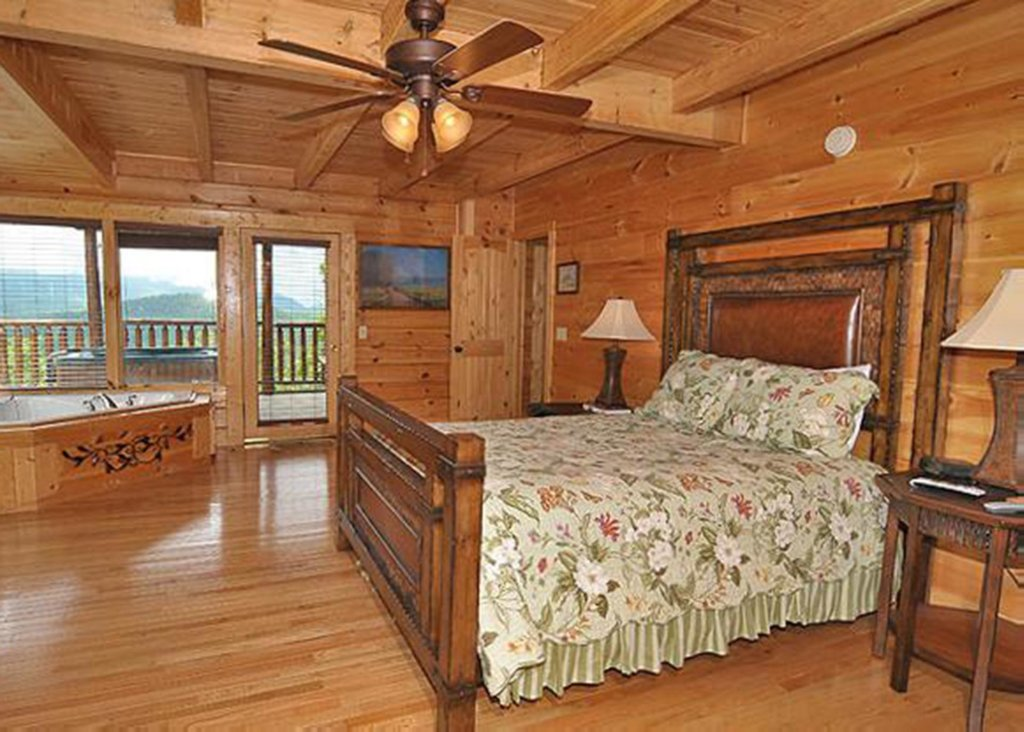 Photo of a Sevierville Cabin named Halfway To Heaven #40 - This is the fifteenth photo in the set.
