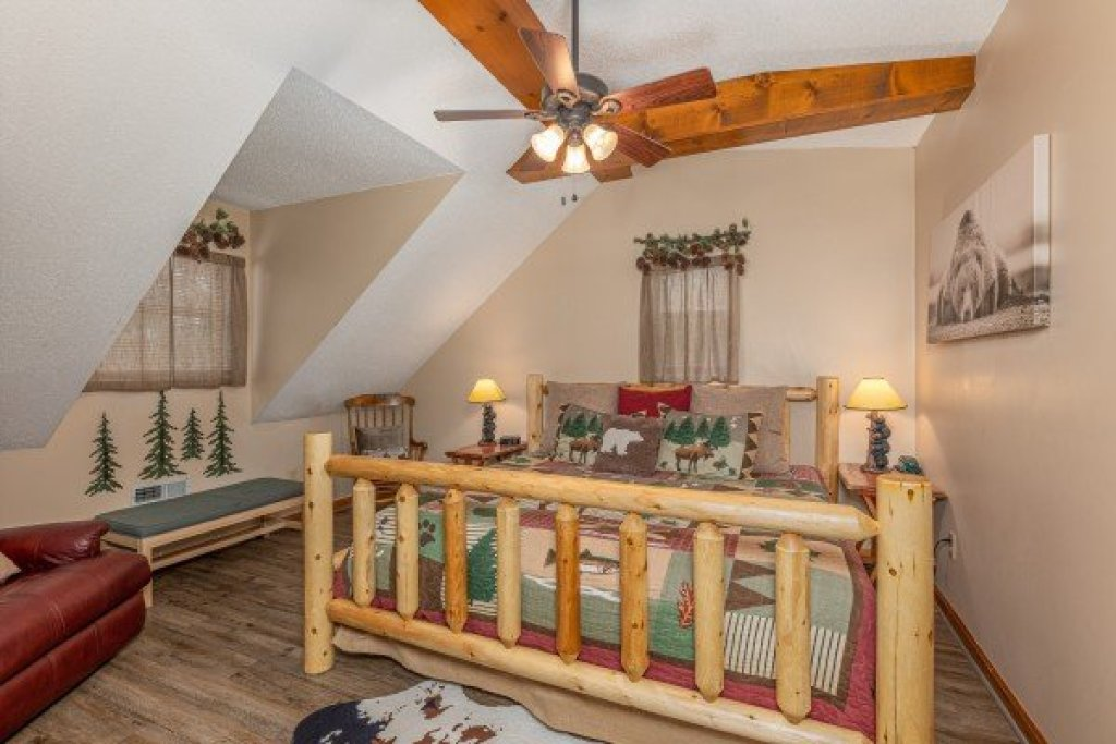 Photo of a Sevierville Cabin named Magic Moments - This is the twentieth photo in the set.